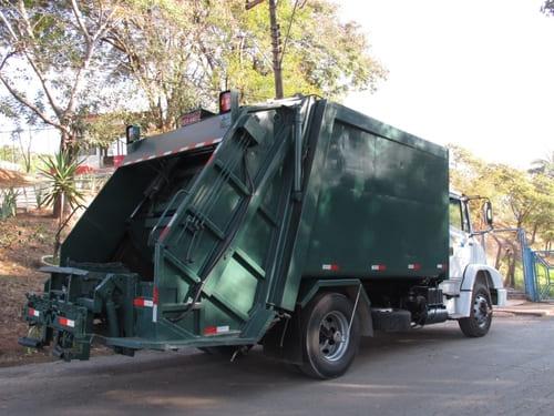 Caminhão compactador de lixo 15³ com dispositivo lifter